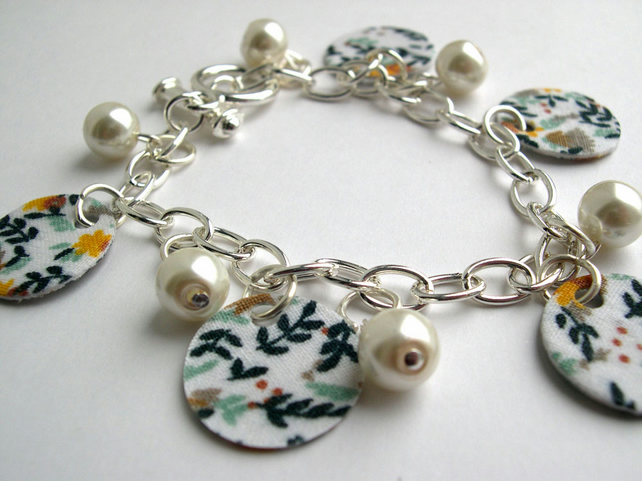 Hardened Fabric Floral Print Charm Bracelet with Faux Pearls