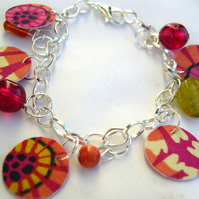 Silver Plated Hardened Abstract Charm Bracelet with Glass and Resin Beads