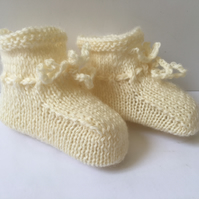 Hand Knitted Baby Booties Pure Wool Pale Cream 0 to 3 Months Unisex Girl Boy