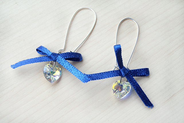 Hearts and bow dangle earrings
