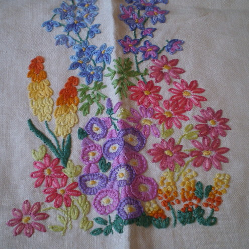 Vintage Linen Embroidered 1950's Tablecloth.