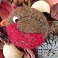 Needle felted Robin Brooch - Made to Order