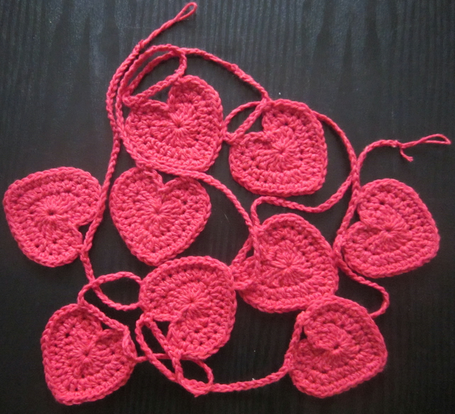 Red Eco-cotton heart garland.