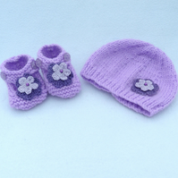Newborn lilac baby beanie hat and shoes.