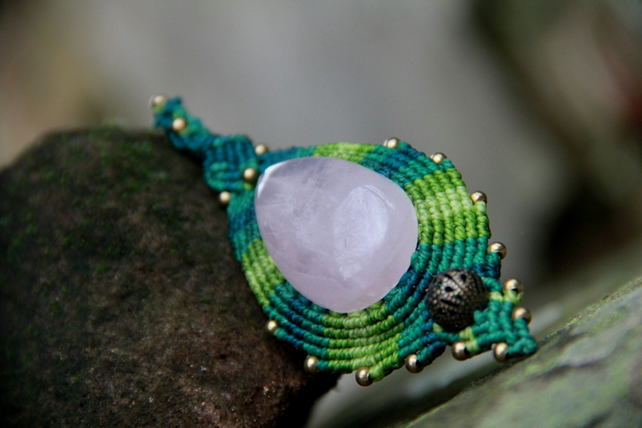Renaissance boho pendant with rose quartz in green