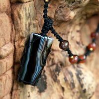 Macrame necklace with agate