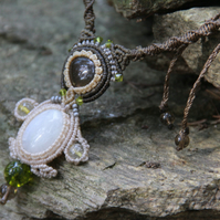 Macrame necklace with moonstone and citrine