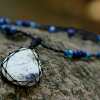 Macrame necklace with dentric agate