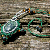 Green necklace with kambaba  jasper