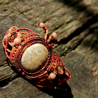 Macrame bracelet with fosil