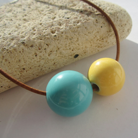 "DUCKEGG & CUSTARD chunky ceramic bead 18"" vintage tan brown leather necklace"