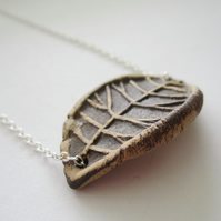 "EARTHY CERAMIC LEAF PRINT 16-18"" fine silverplated chain necklace"