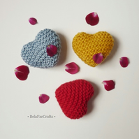 Wedding cake topper - 3 knit small hearts - Wedding favours - 'I love you' gift