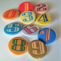 10 number badges set 0 to 9 numbers integer pin badge back to school