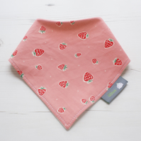 ORGANIC Bandana Dribble Bib in STRAWBERRIES A NEW BABY GIFT IDEA from BellaOski