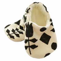 ORGANIC Black GEOMETRIC FLOWERS Slippers Pram Shoes NEW BABY GIFT IDEA 0-24M