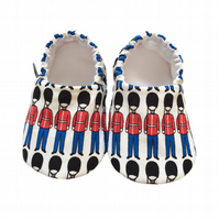 Red & Blue Queens GUARDS SOLDIERS Kids Slippers Pram Shoes BABY GIFT IDEA 0-9Y