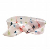 ORGANIC Baby Knotted Headband in MULTI ARROWS ON Cream - Modern Baby Gift Idea