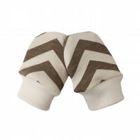 ORGANIC Baby SCRATCH MITTENS in BEIGE SKINNY CHEVRONS  A New Baby Gift Idea