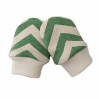 ORGANIC Baby SCRATCH MITTENS in POOL GREEN SKINNY CHEVRONS  A New Baby Gift Idea
