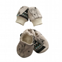 ORGANIC Baby SCRATCH MITTENS & PRAM SHOES GEO FOXES & PYRAMIDS New Baby Giftset
