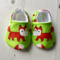 BELLAOSKI Handmade FOXES on green Slippers Pram Shoes Baby GIFT Size 0-24m