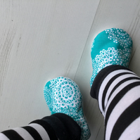 BELLAOSKI Handmade Turquoise & White Slippers Pram Shoes Baby GIFT Size 3-6m