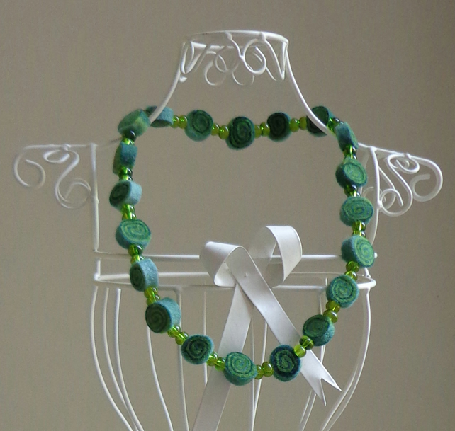 Short Green Spiral Patterned Felt Necklace