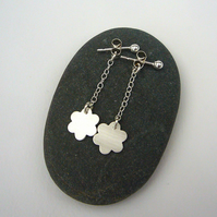 Silver daisy drop earrings, flower earrings, chain earrings, silver earrings