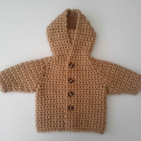 Classic chunky hooded baby jacket in camel beige merino wool. Approx 0-6 months