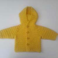 Bright yellow hooded baby coat in merino wool with teddybear buttons. 0-6 months