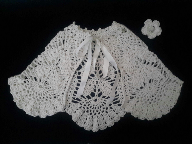 Exquisite baby girl lace cape in off-white cashmere cotton mix.  12-18  months