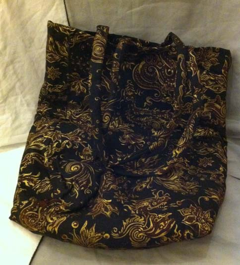 Black Chinese dragon patterned shoulder bag