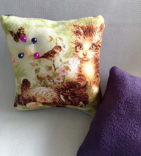 Kitten pin cushion