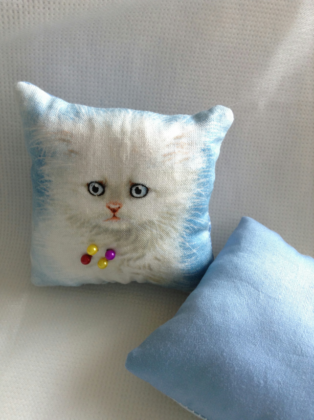 Kitten face pin cushion