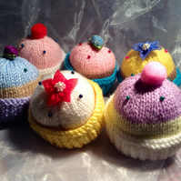 Little knitted pin cushion cupcake