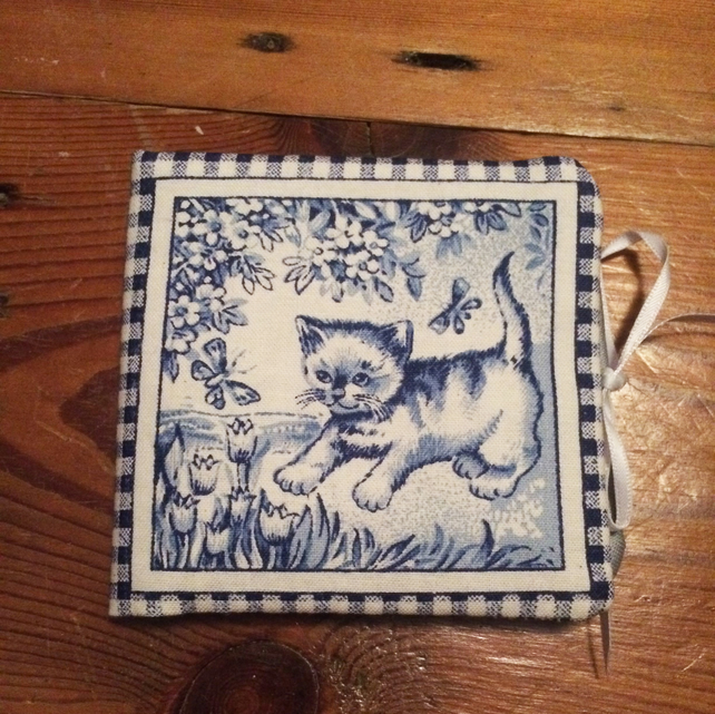 Blue & white kitten needle case