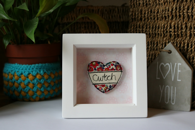 Cwtch Heart box frame.