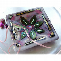 Fused Glass Flower Dish 11.5cm Lilac Gold Dichroic 06