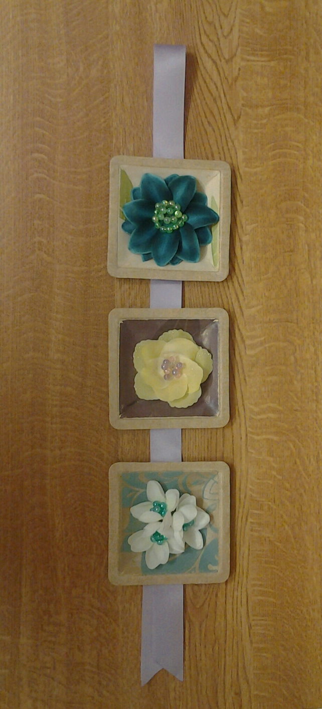 Triple Flower wall plaque