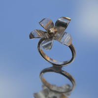 Sterling silver  9 carat gold flower ring