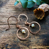 Rose gold earrings with freshwater pearl