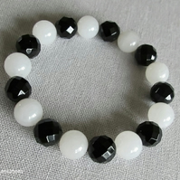Chunky Faceted Black Onyx & Snow White Jade Beaded Fashion Bracelet