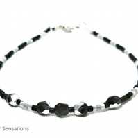 "Dainty Black & White Seed Bead Friendship Bracelet - Bohochic 6.5"" - 8"""