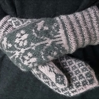 Mittens hand knitted in alpaca wool, Norwegian Lilies