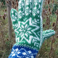 Hand knitted gloves in Norwegian wool, Scandinavian Star