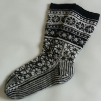 Nordic Socks, Black and White Moonflower