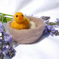 Easter chick and nest
