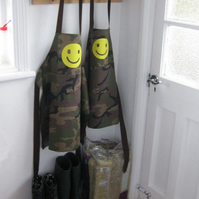 Boys Apron, Hand Appliquéd 'Smiley', Green Camo, Kids Apron. 8-10yr,10-12yr