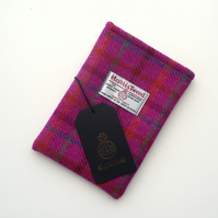 Kindle Voyage cover in pink Harris Tweed